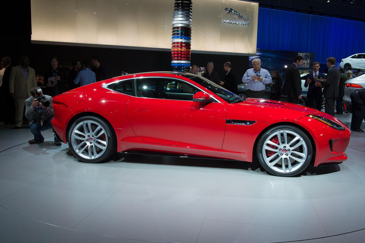 2013-jaguar-ftype-coupe-rot-la-autoshow-laias-01