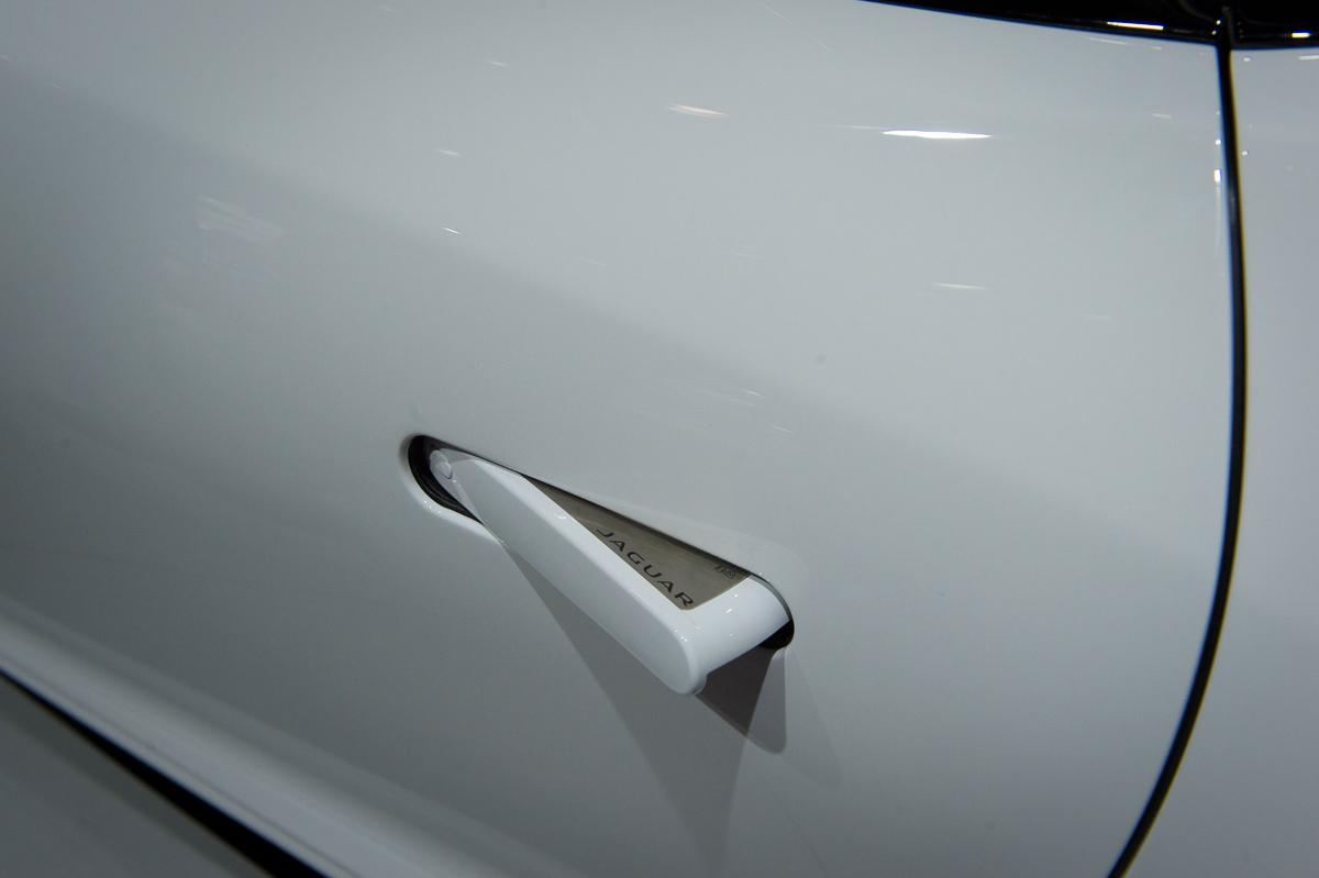 2013-jaguar-ftype-coupe-rot-la-autoshow-laias-12