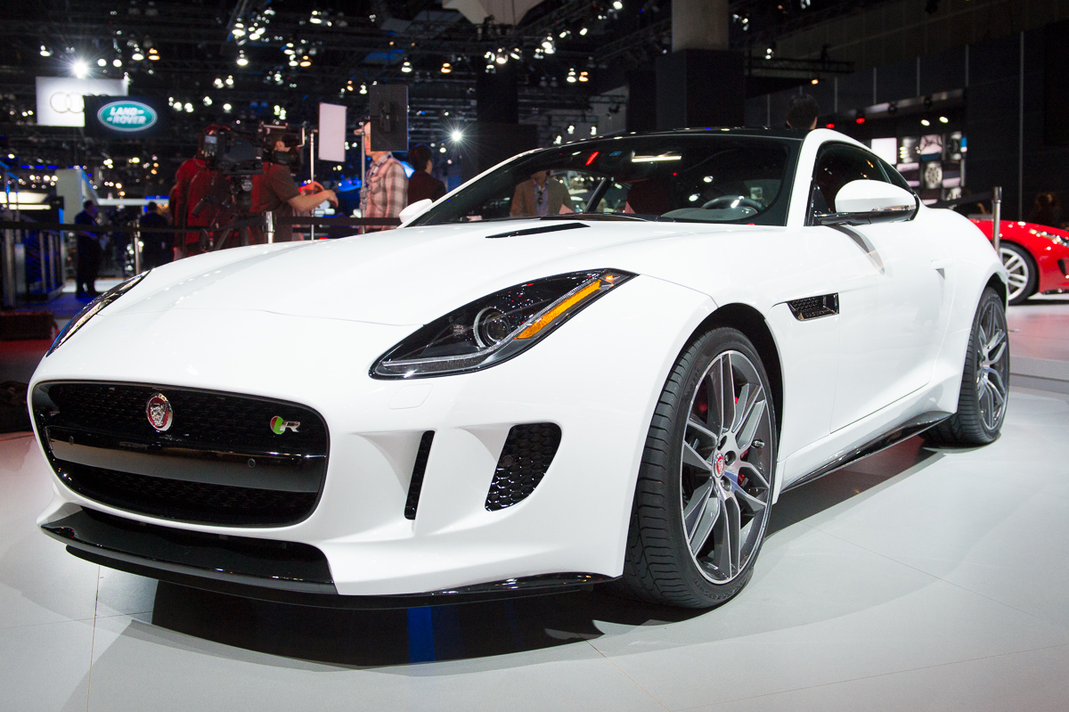 2013-jaguar-ftype-coupe-rot-la-autoshow-laias-14