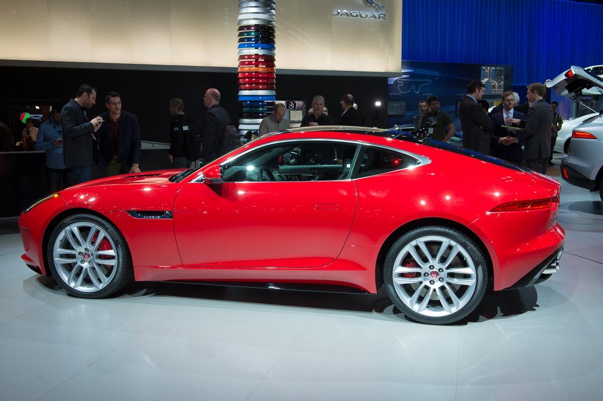 2013-jaguar-ftype-coupe-rot-la-autoshow-laias-07