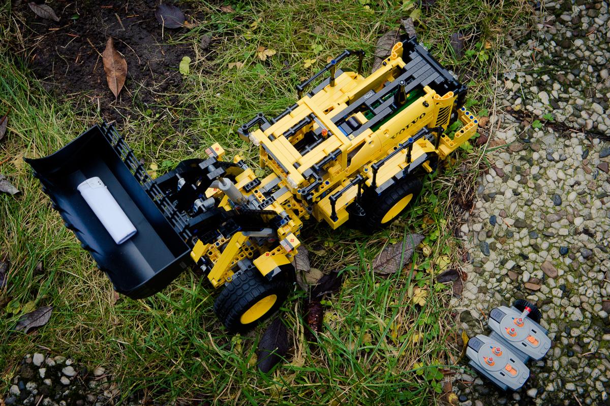 2014-LegoTechic-42030-Radlader-Volvo-L350F-02