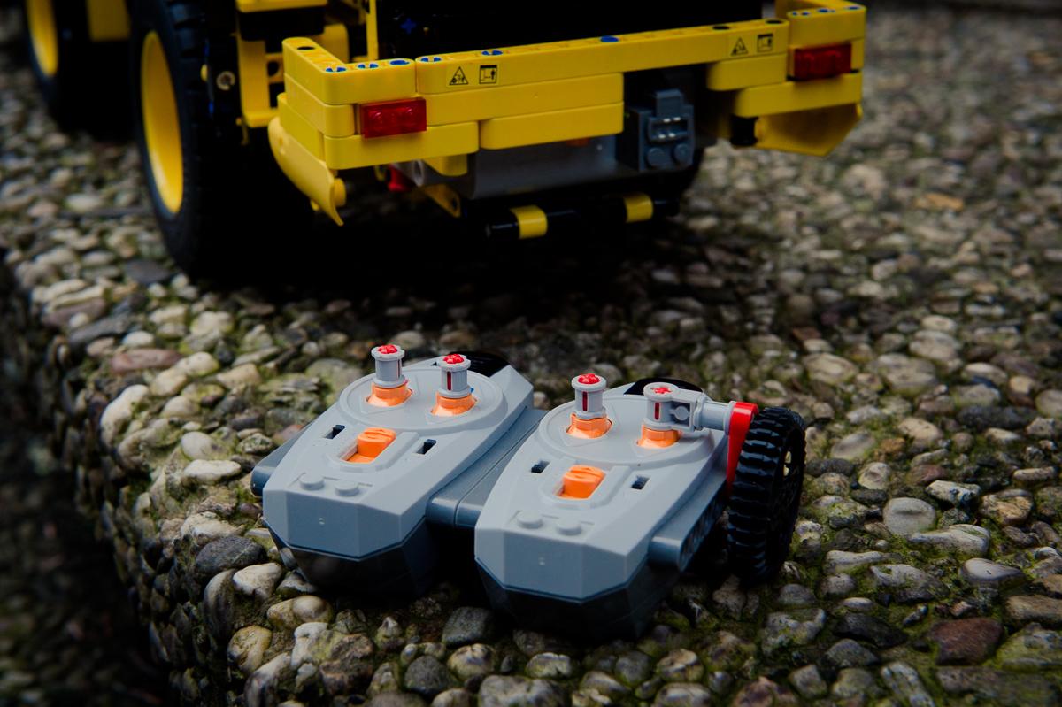 2014-LegoTechic-42030-Radlader-Volvo-L350F-04