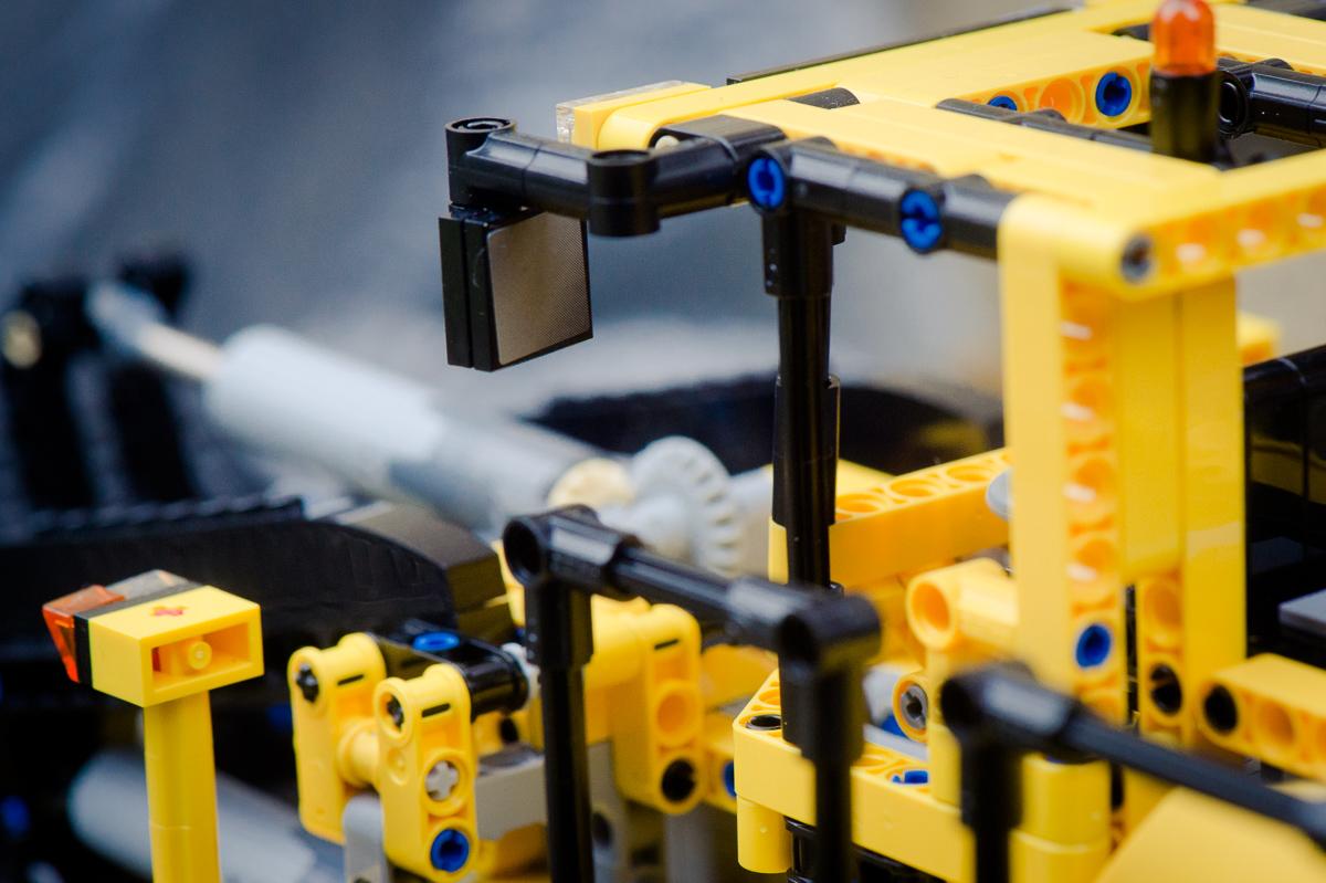 2014-LegoTechic-42030-Radlader-Volvo-L350F-14
