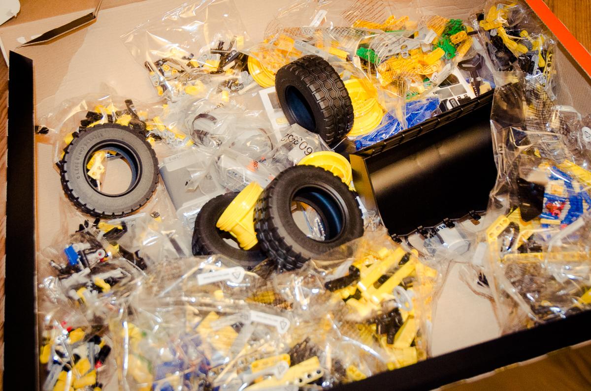 2014-LegoTechic-42030-Radlader-Volvo-L350F-26