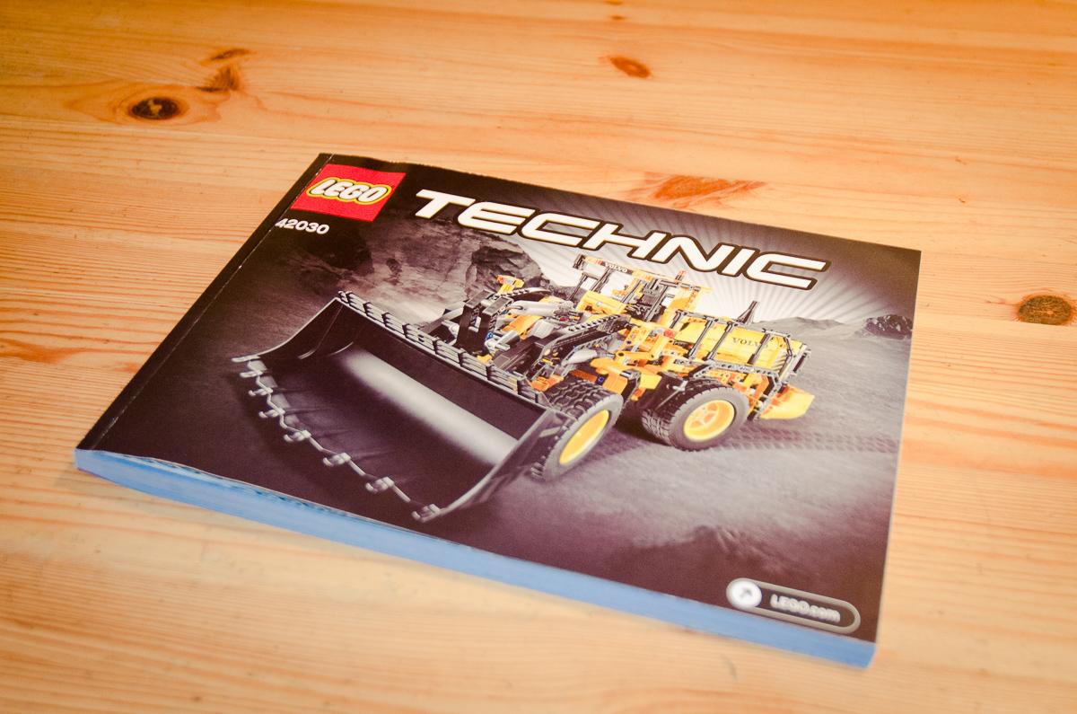 2014-LegoTechic-42030-Radlader-Volvo-L350F-27