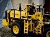 2014-LegoTechic-42030-Radlader-Volvo-L350F-17