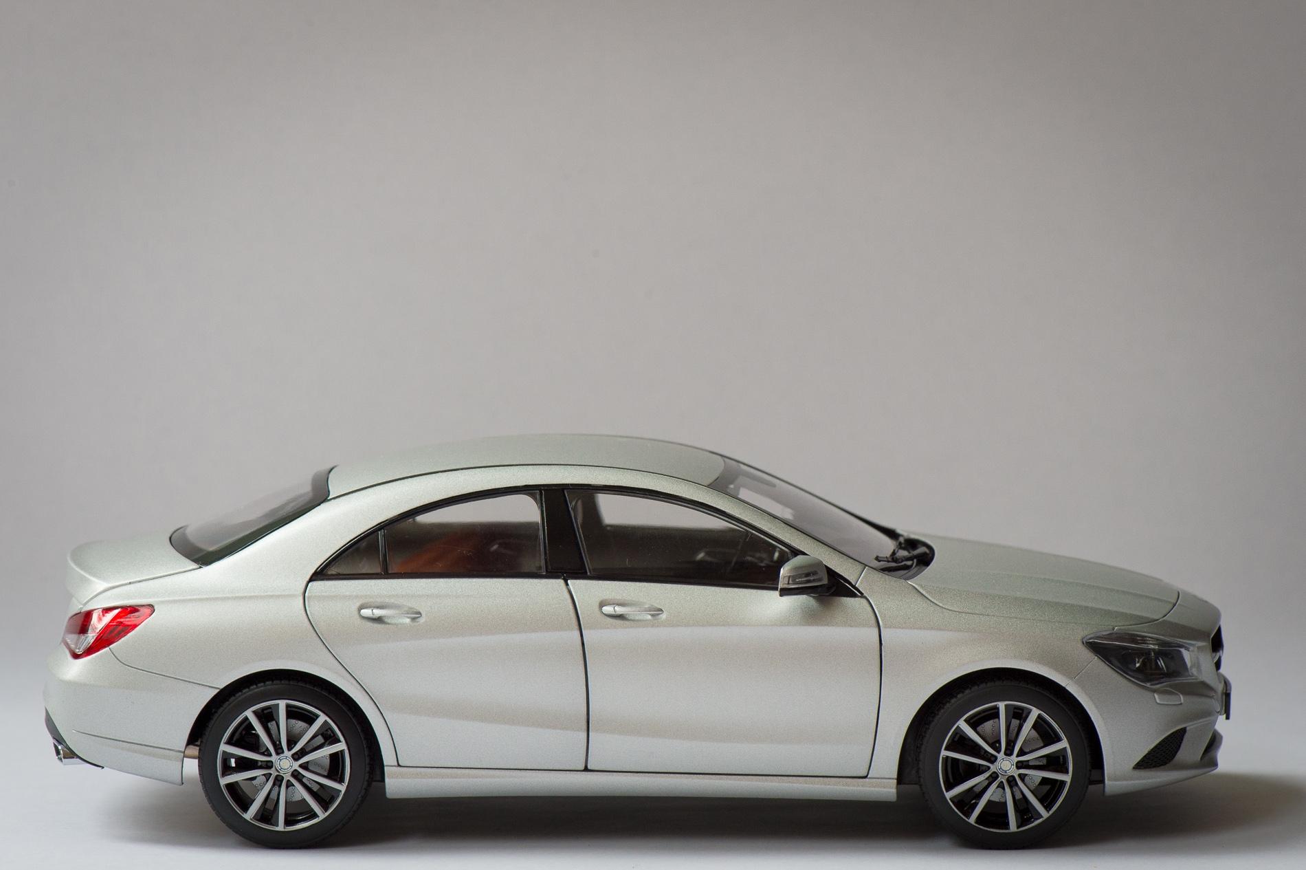 mercedes-benz-cla-c117-norev-modellauto-118-designo-polarsilber-magno-18