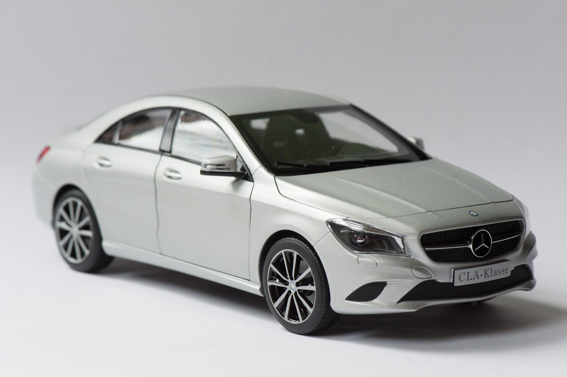 mercedes-benz-cla-c117-norev-modellauto-118-designo-polarsilber-magno-10