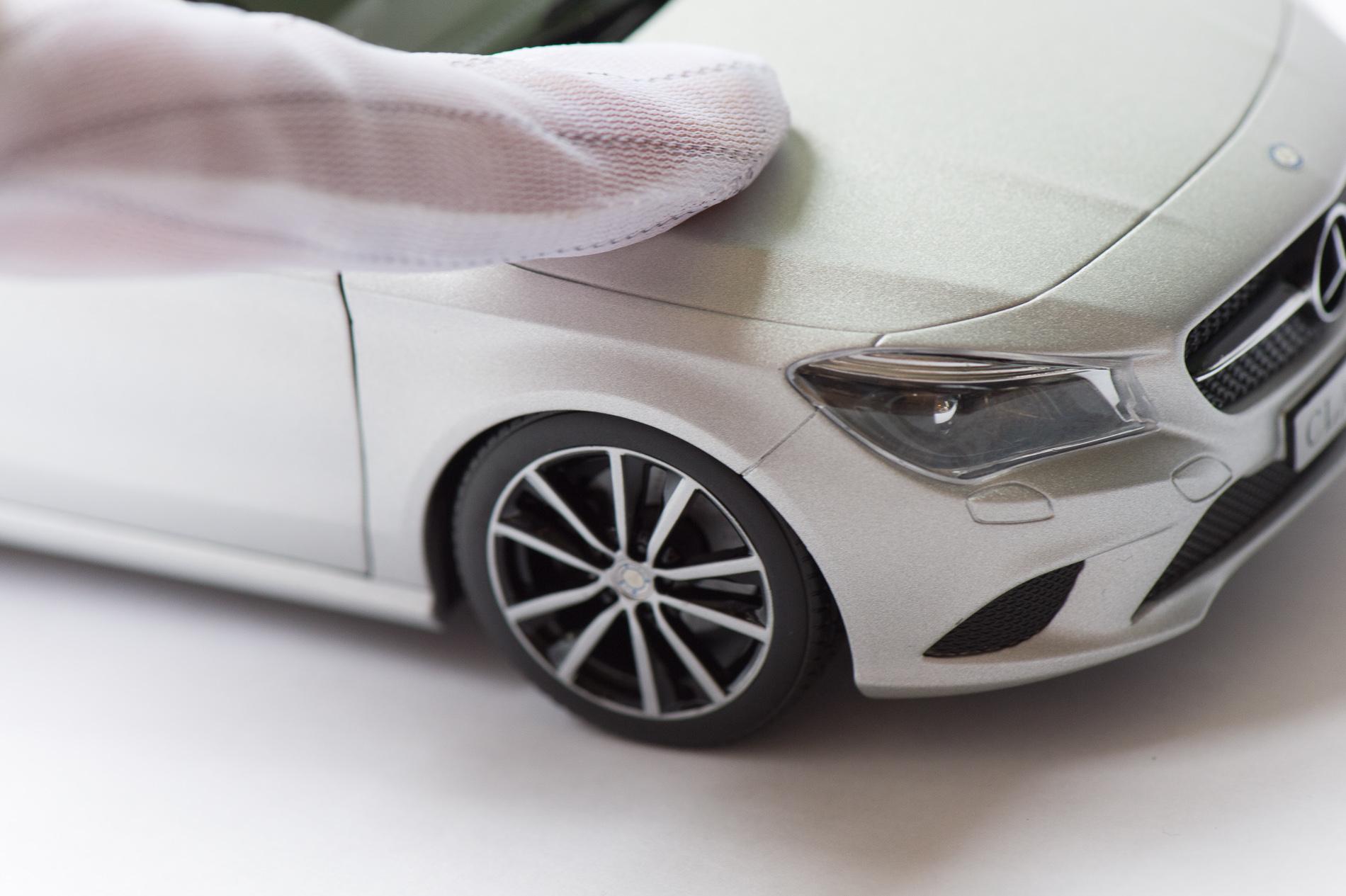 mercedes-benz-cla-c117-norev-modellauto-118-designo-polarsilber-magno-17