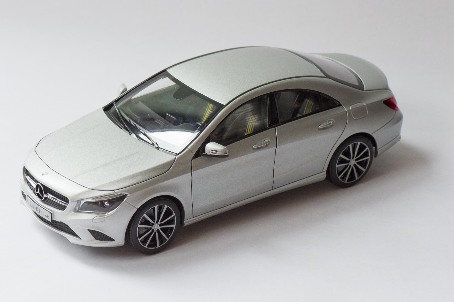mercedes-benz-cla-c117-norev-modellauto-118-designo-polarsilber-magno-20