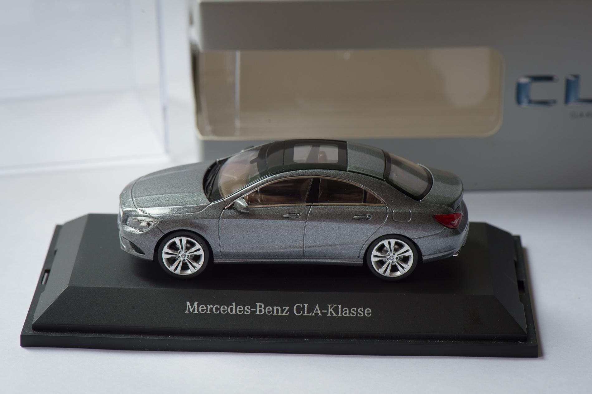 mercedes-benz-cla-c117-schuco-modellauto-143-montaingrau-03