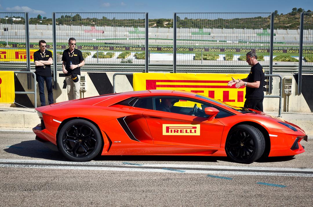 2012-lamborghini-aventador-with-pirelli-p-zero-01