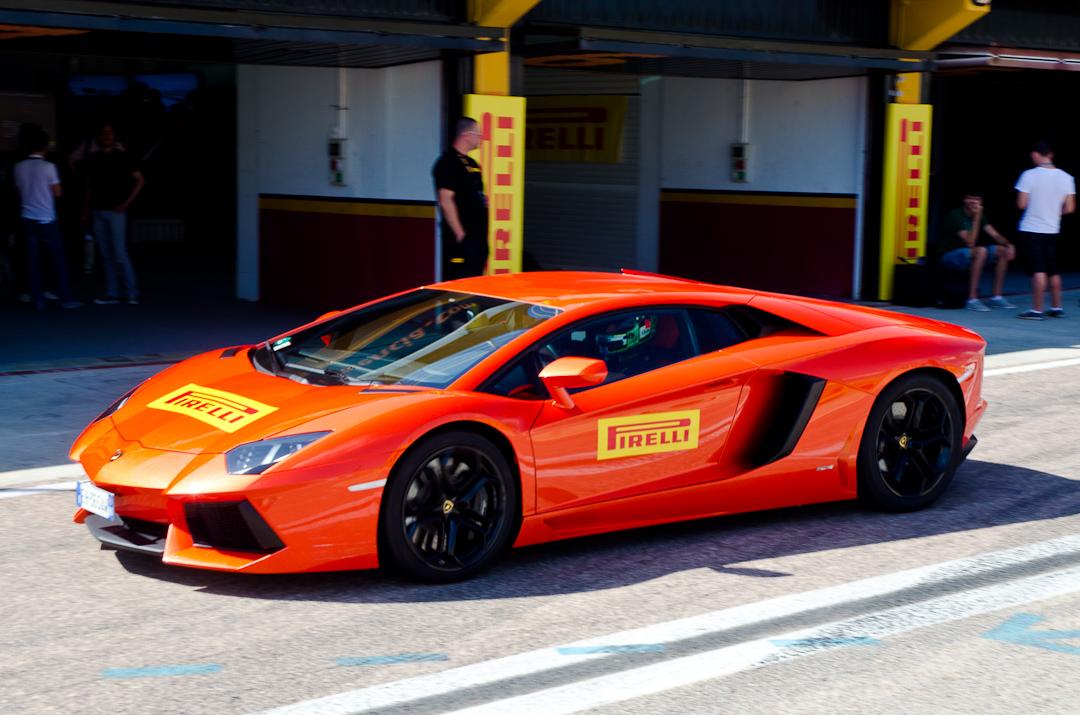 2012-lamborghini-aventador-with-pirelli-p-zero-02