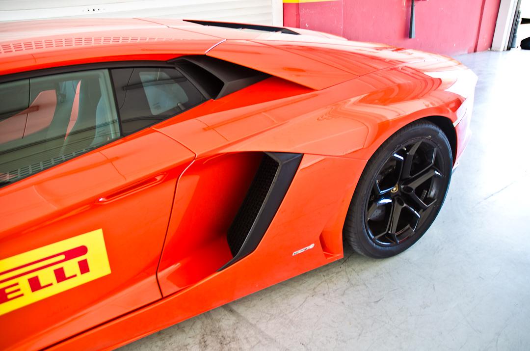 2012-lamborghini-aventador-with-pirelli-p-zero-08
