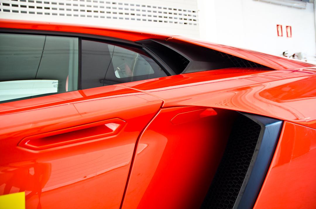 2012-lamborghini-aventador-with-pirelli-p-zero-09