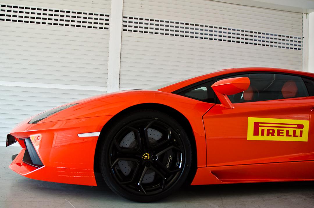 2012-lamborghini-aventador-with-pirelli-p-zero-16