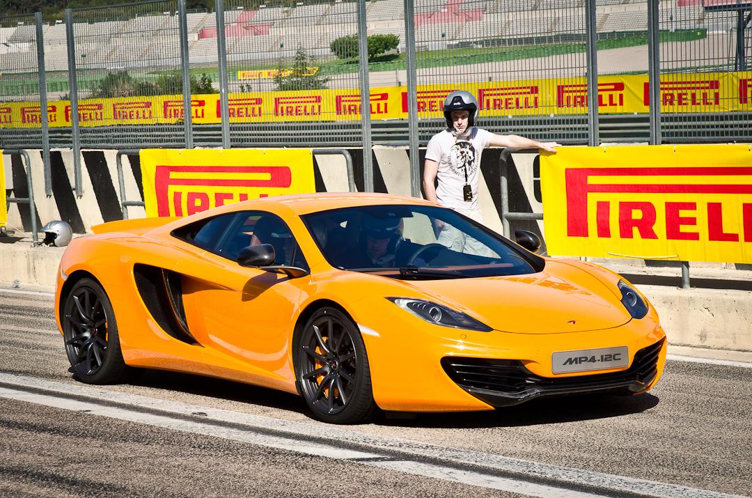 2012-mclaren-mp4-12c-with-pirelli-p-zero-01