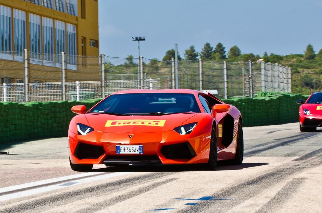 2012-lamborghini-aventador-with-pirelli-p-zero-05