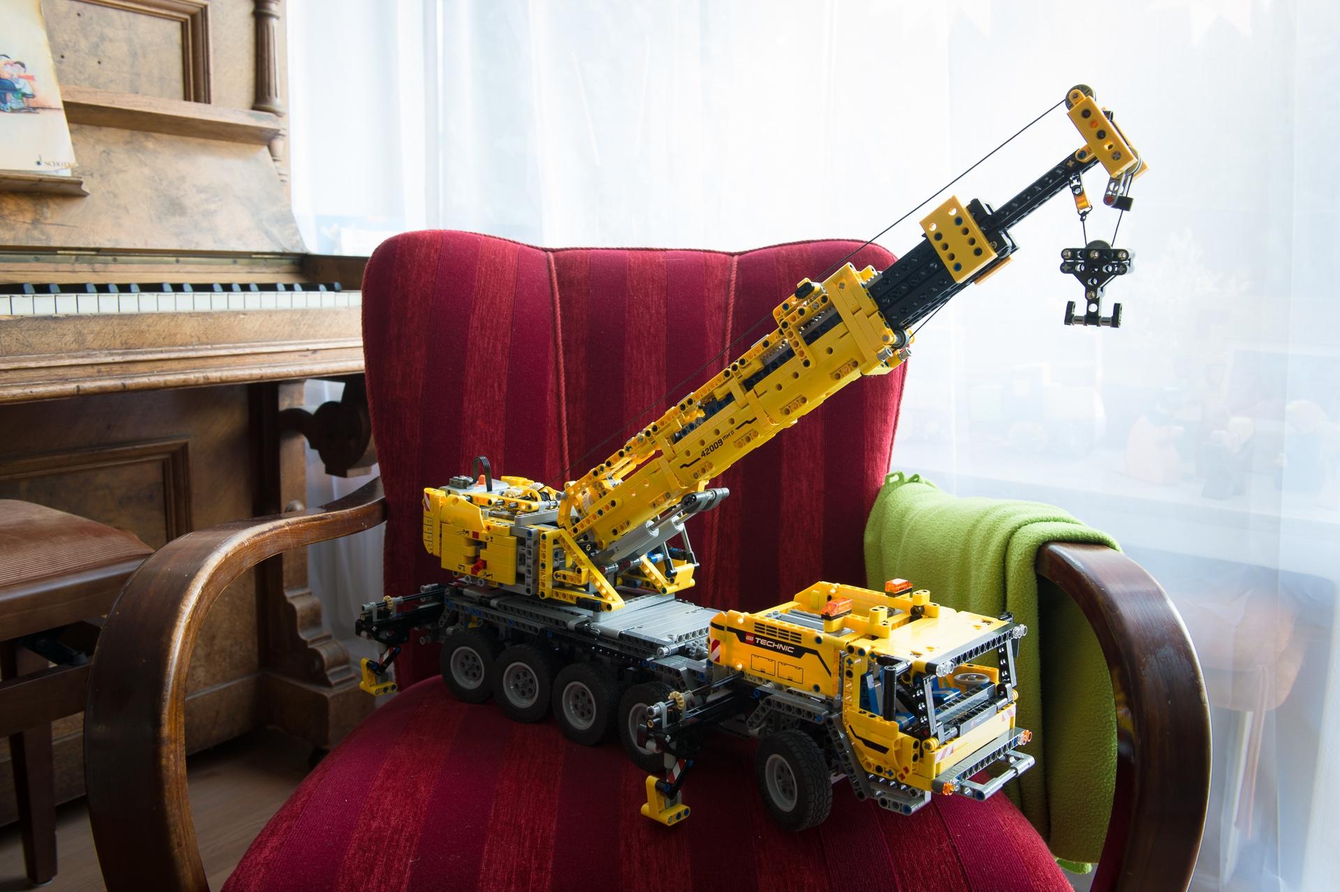 lego-technic-42009-mobiler-schwerlastkran-zusammengebaut-01