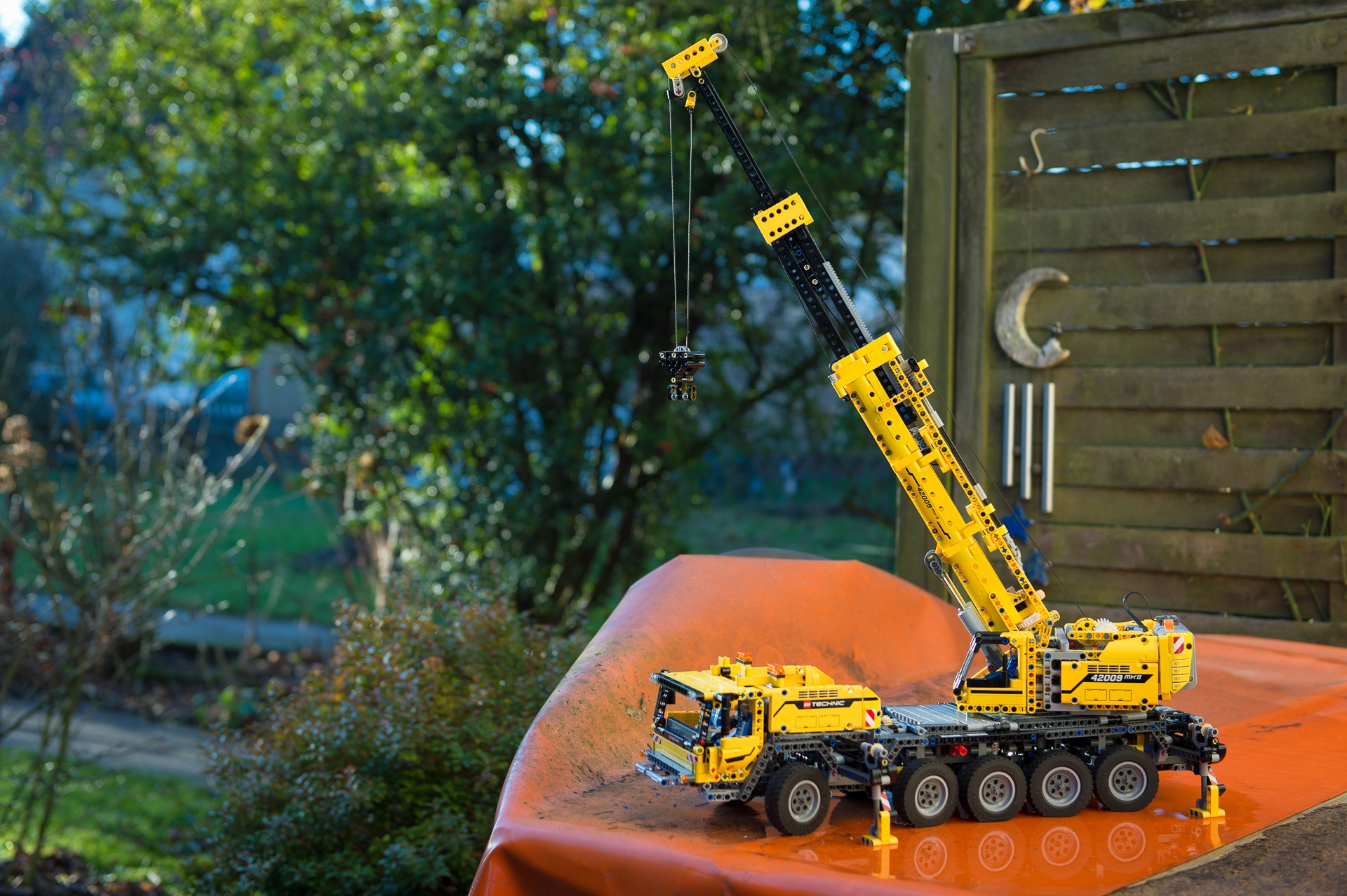 lego-technic-42009-mobiler-schwerlastkran-zusammengebaut-14
