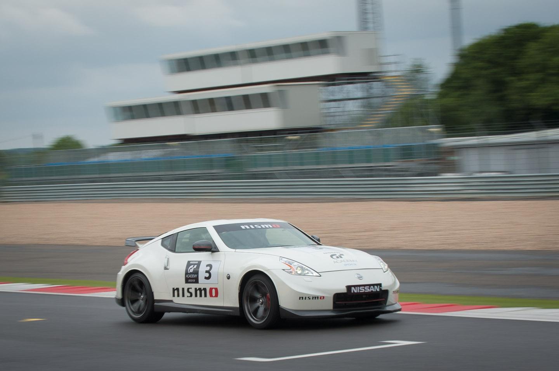 Zu Besuch im Nissan Racecamp der GT Academy in Silverstone (Reprise)