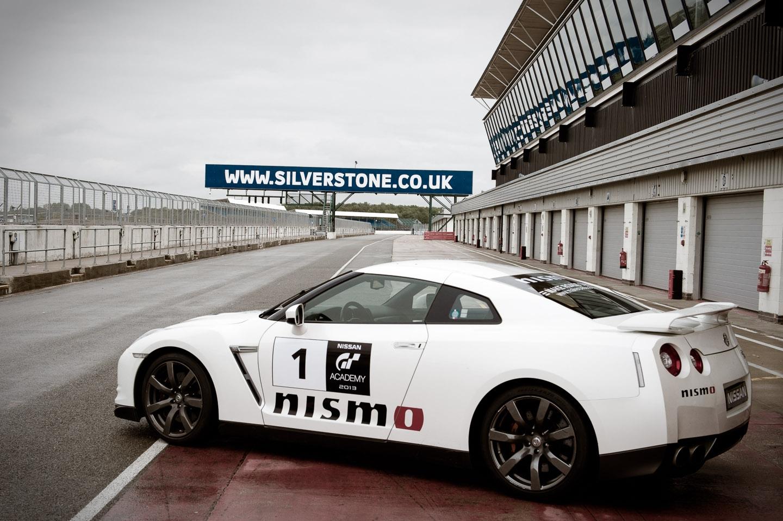 Zu Besuch im Nissan Racecamp der GT Academy in Silverstone