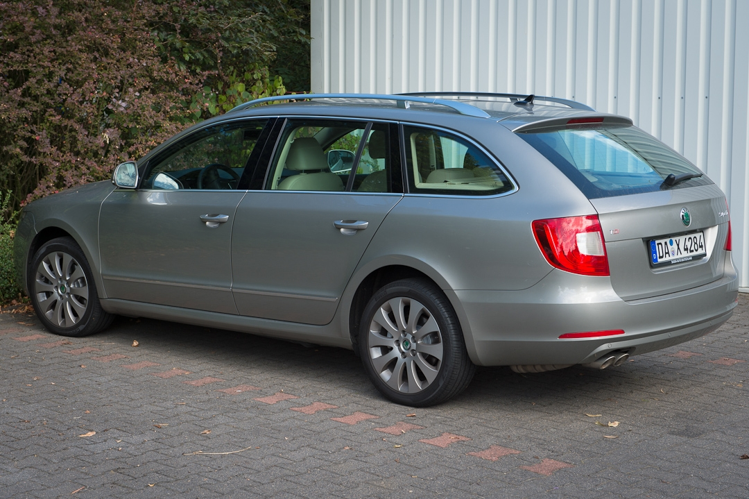 2012-skoda-superb-20-tdi-001