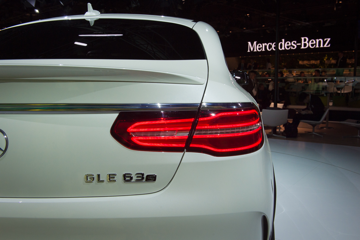 2015-Mercedes-AMG-GLE-63-Coupe-4MATIC-weiss-weltpremiere-detroit-06