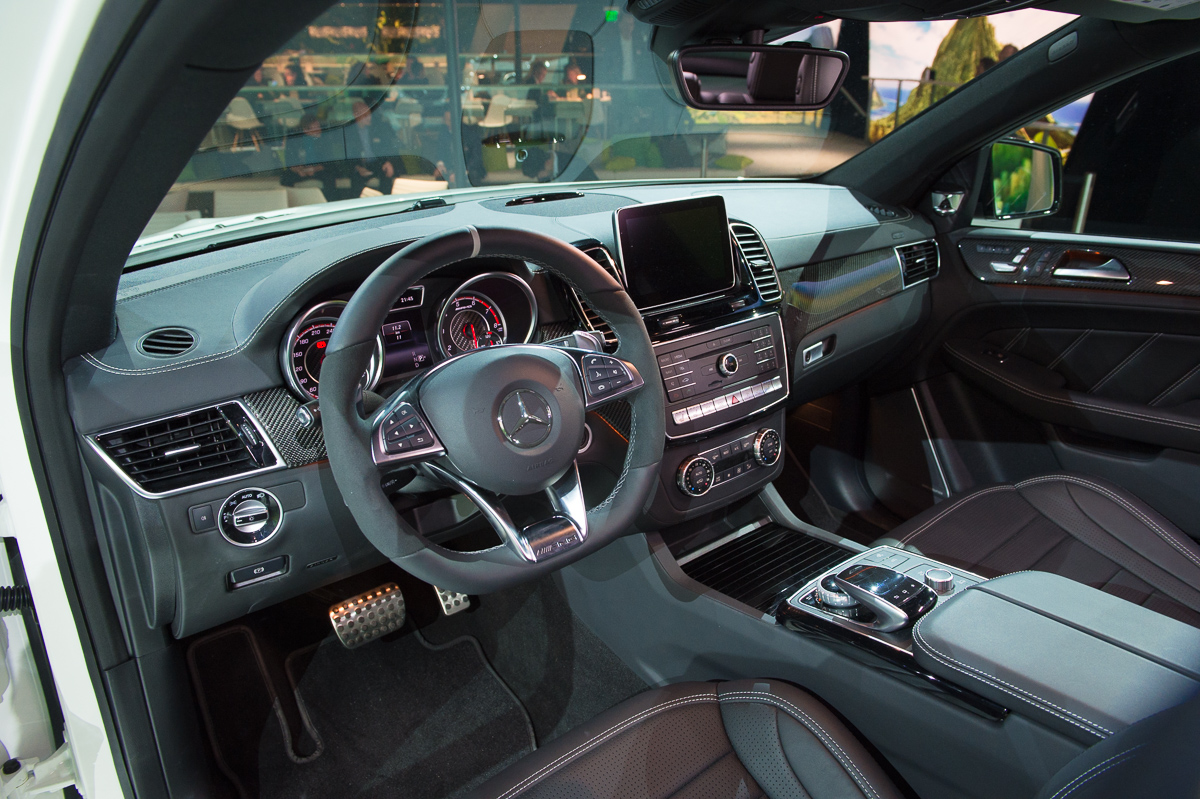 2015-Mercedes-AMG-GLE-63-Coupe-4MATIC-weiss-weltpremiere-detroit-09