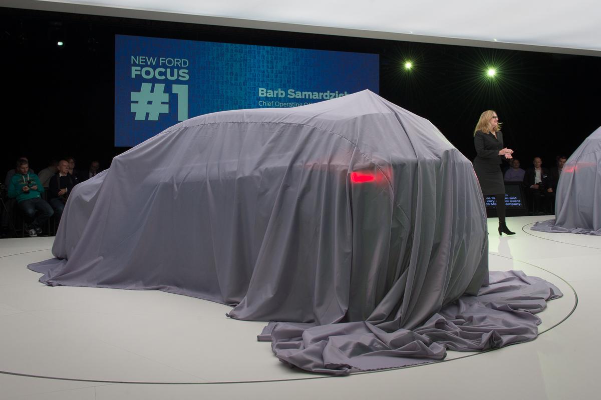 2014-weltpremiere-ford-focus-blau-02