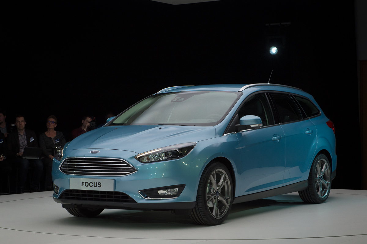 2014-weltpremiere-ford-focus-blau-05