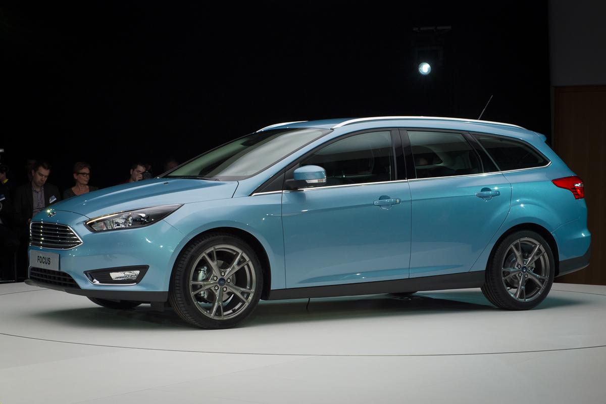 2014-weltpremiere-ford-focus-blau-07