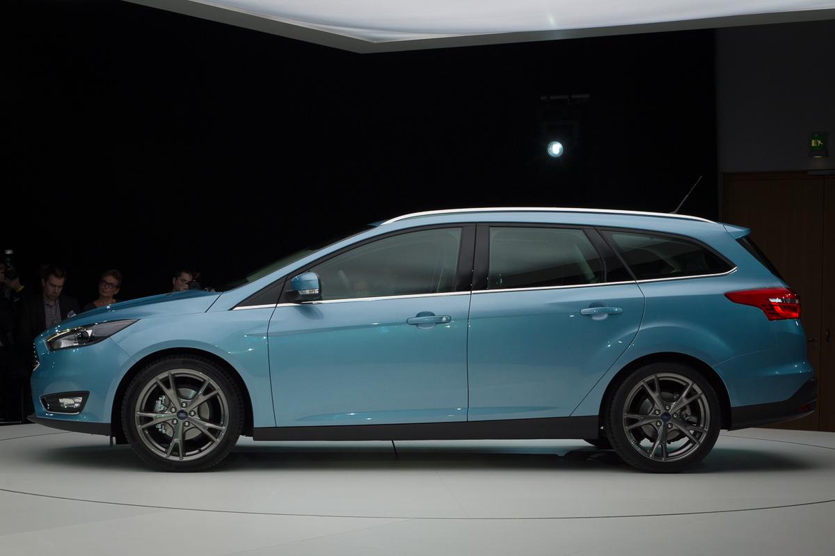 2014-weltpremiere-ford-focus-blau-08