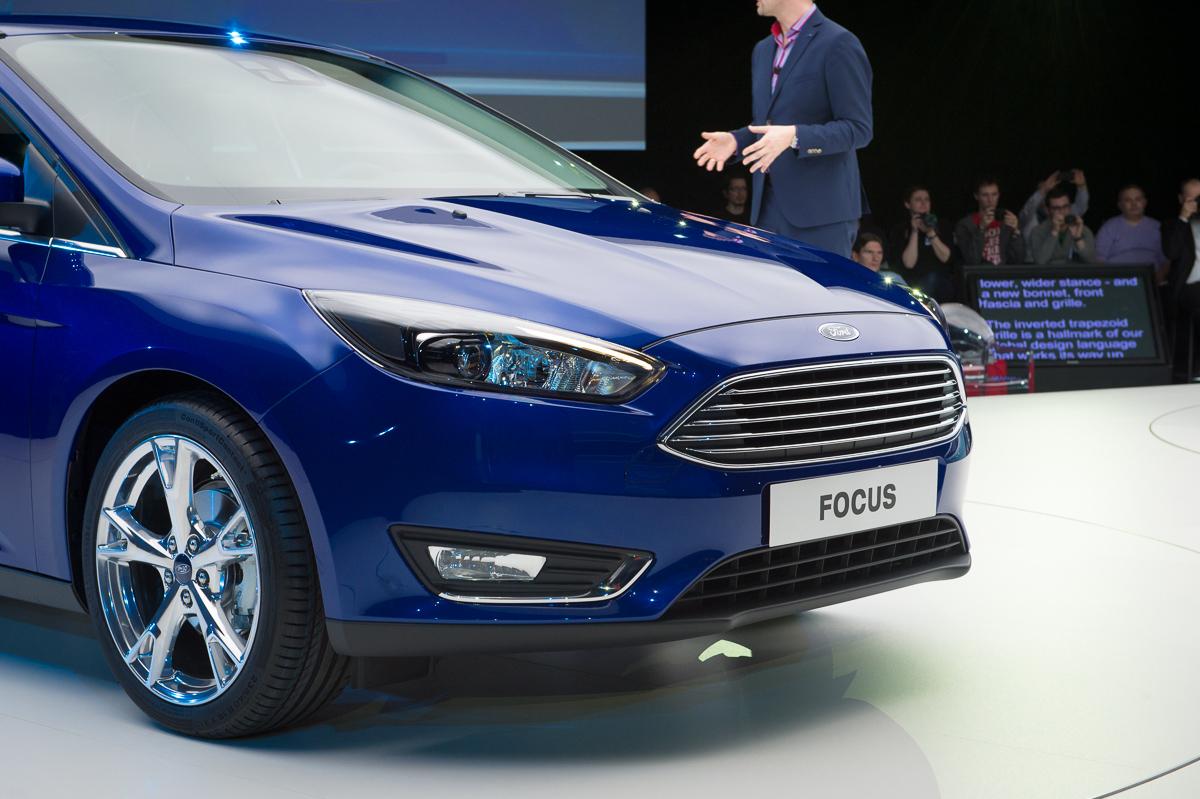 2014-weltpremiere-ford-focus-blau-09