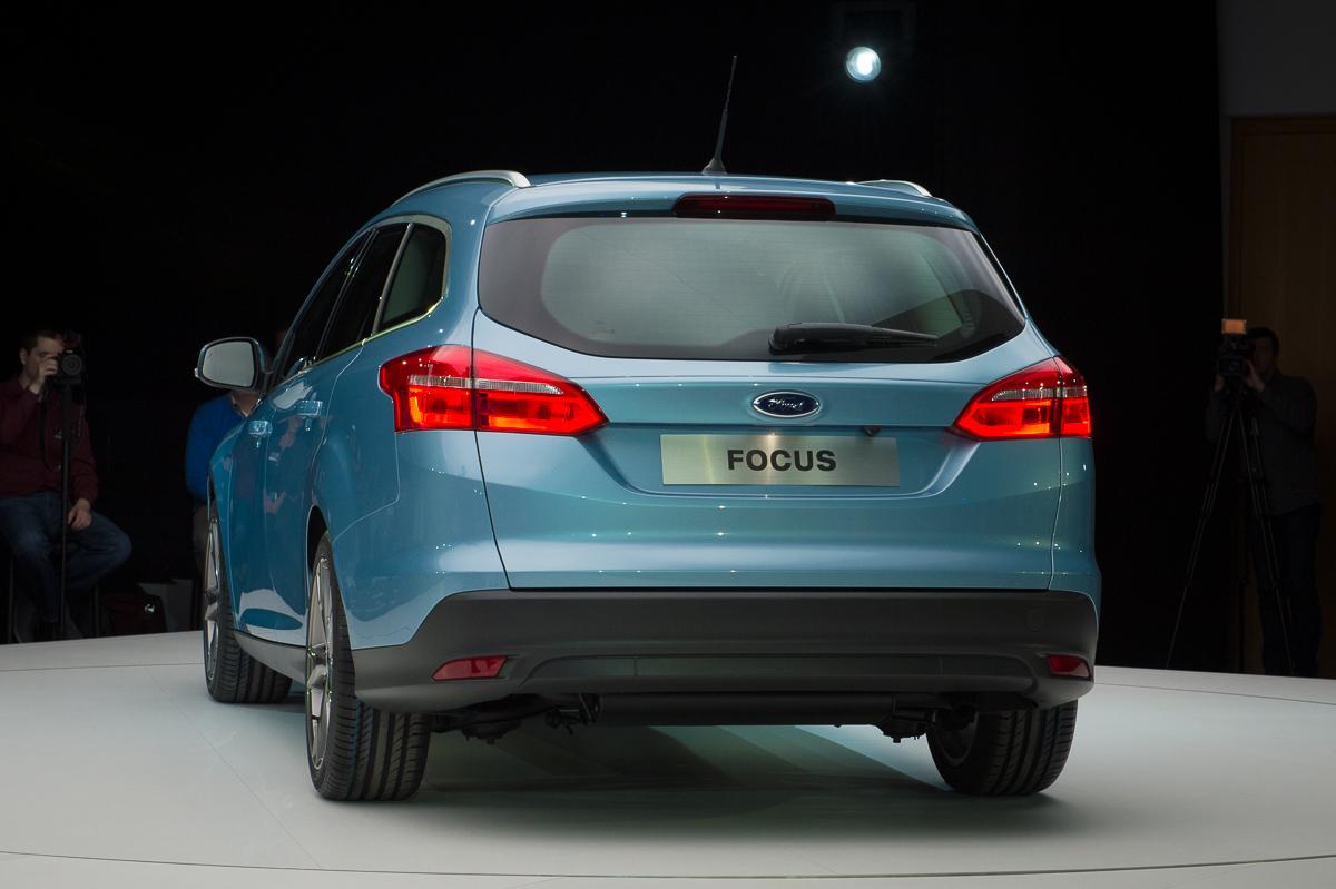 2014-weltpremiere-ford-focus-blau-13