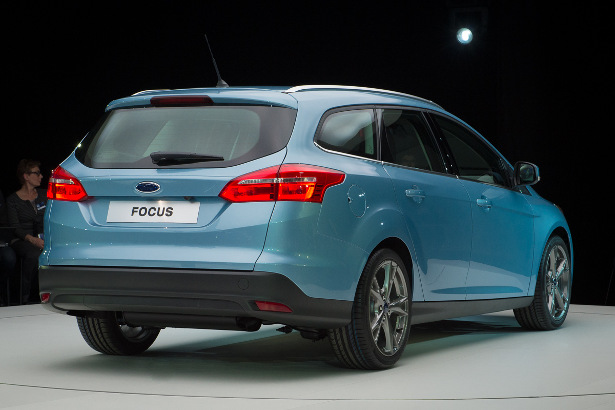 2014-weltpremiere-ford-focus-blau-14