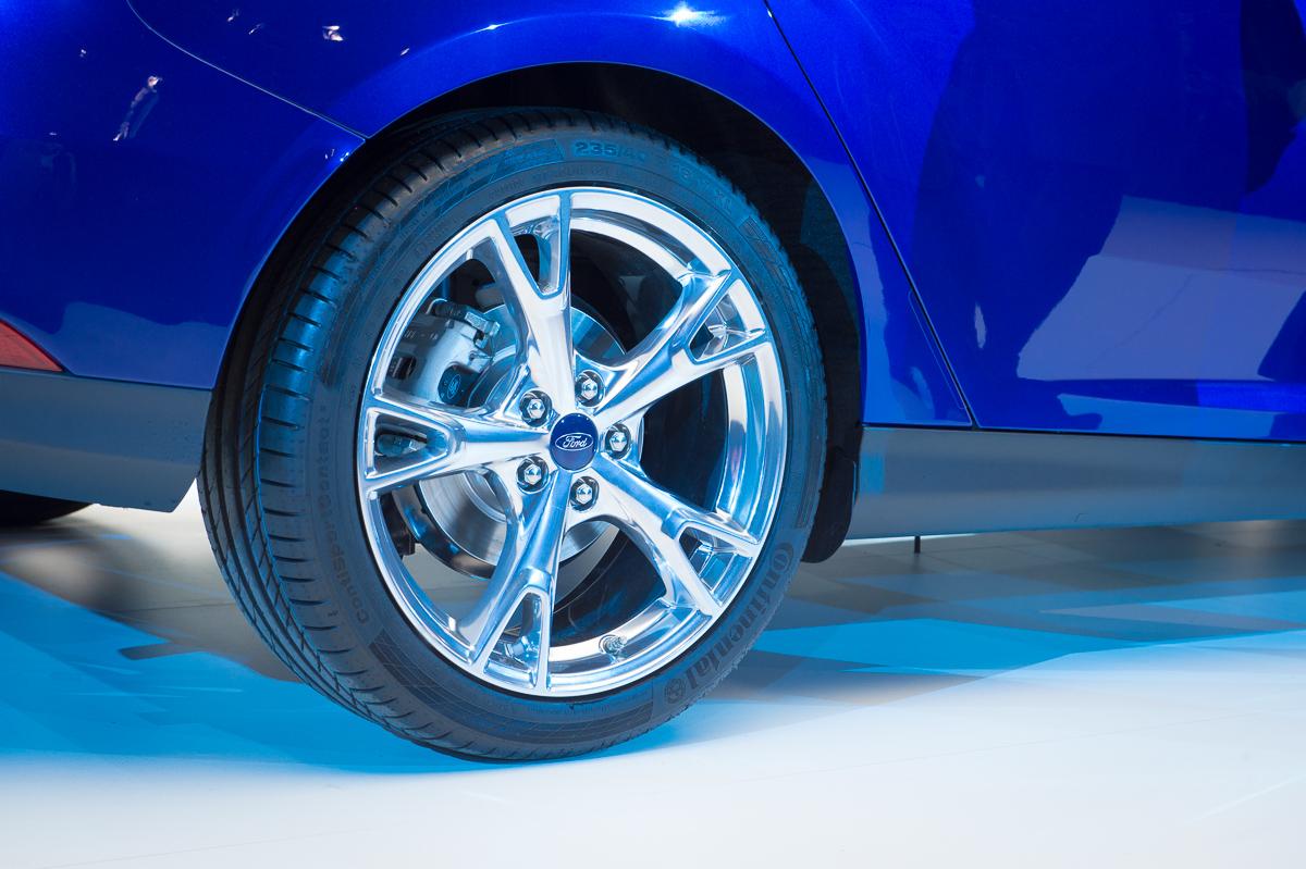2014-weltpremiere-ford-focus-blau-18