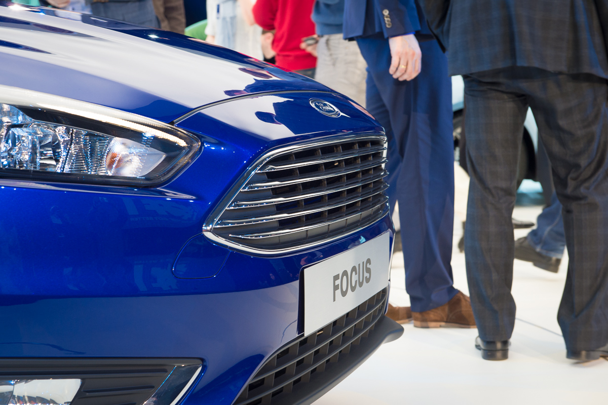 2014-weltpremiere-ford-focus-blau-21