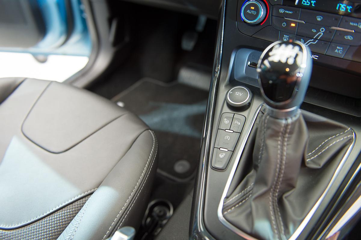 2014-weltpremiere-ford-focus-blau-23