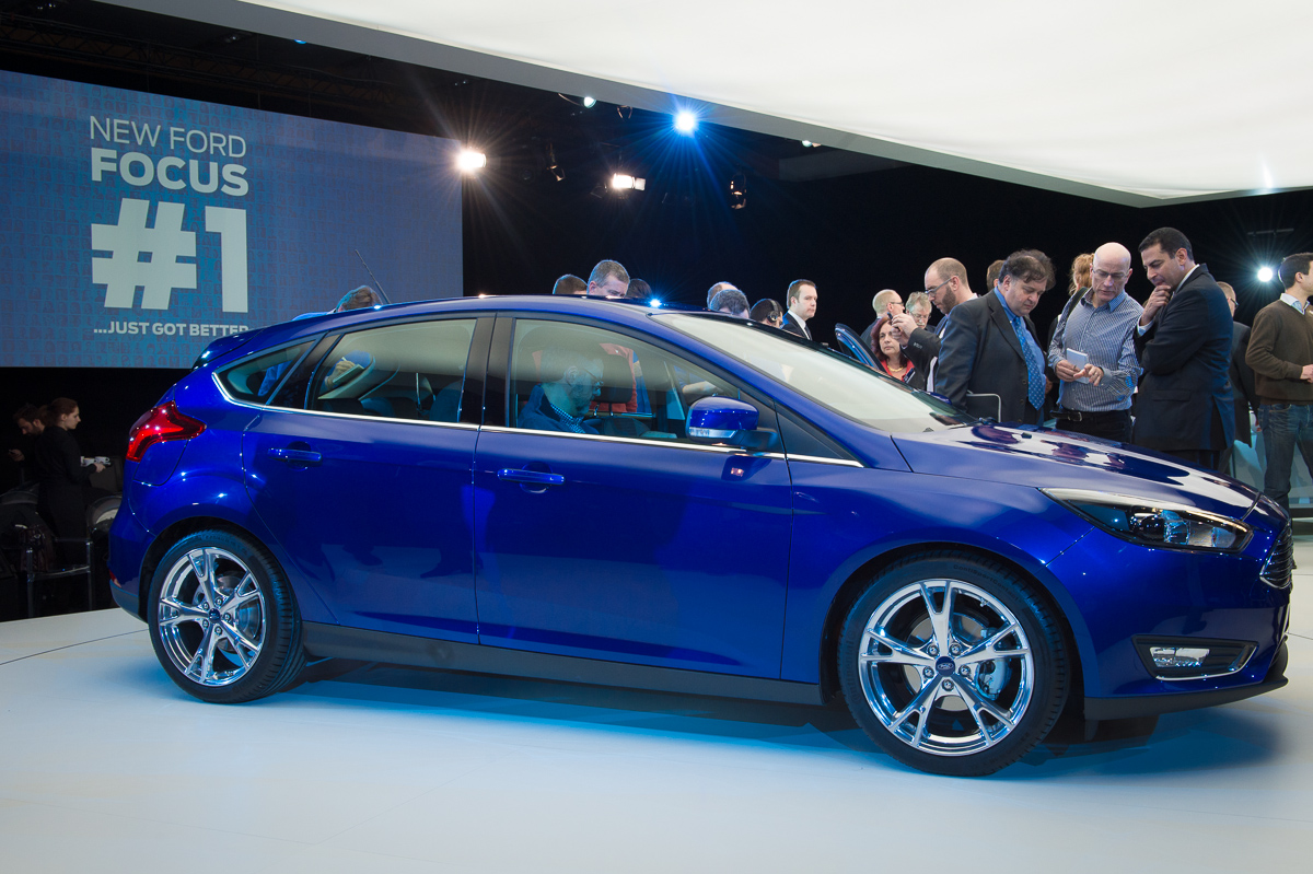 2014-weltpremiere-ford-focus-blau-30