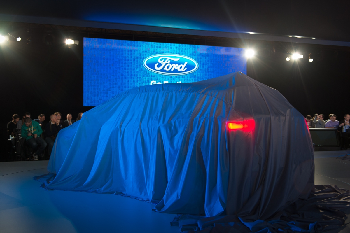 2014-weltpremiere-ford-focus-blau-01