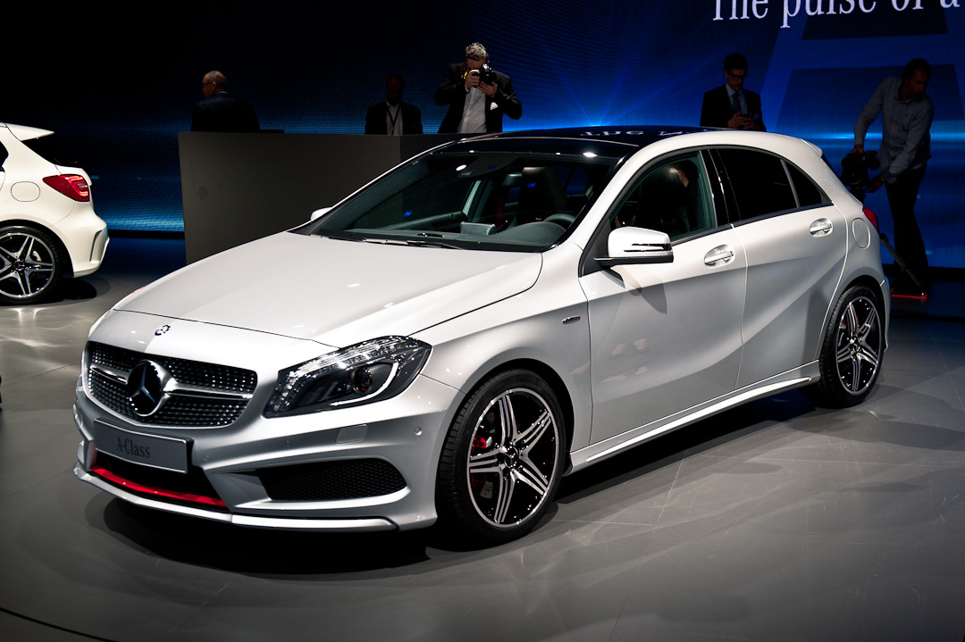 Weltpremiere mercedes benz a klasse w176 beim auto for What is service a and b on mercedes benz