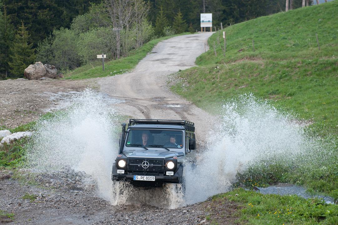 2012-Mercedes-Benz-G-Professional-Pur-011