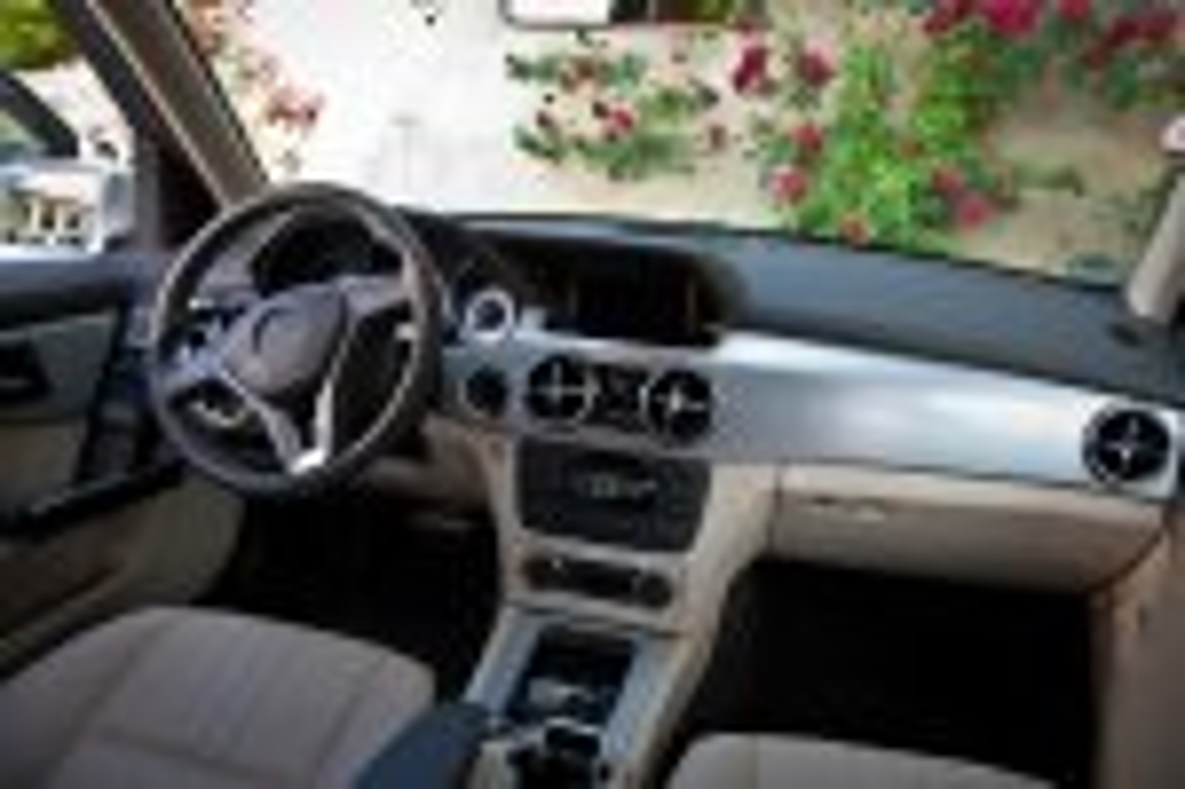 2012-Mercedes-Benz-GLK-X204-009