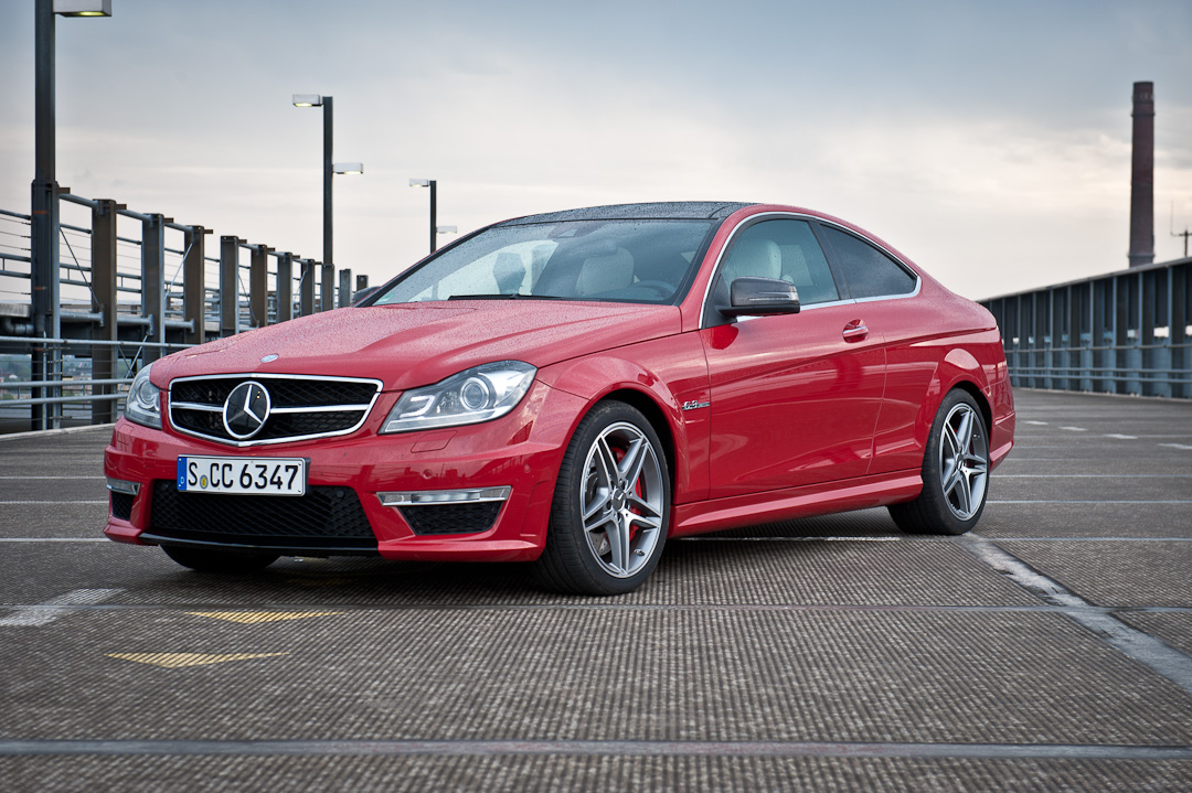 2012-mercedes-benz-c-63-amg-coupe-rot-c204-002