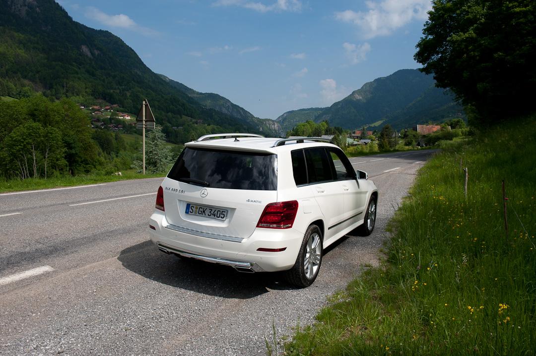 2012-Mercedes-Benz-GLK-X204-002