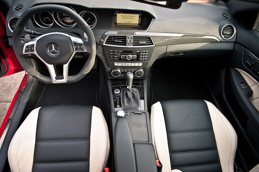 2012-mercedes-benz-c-63-amg-coupe-rot-c204-001