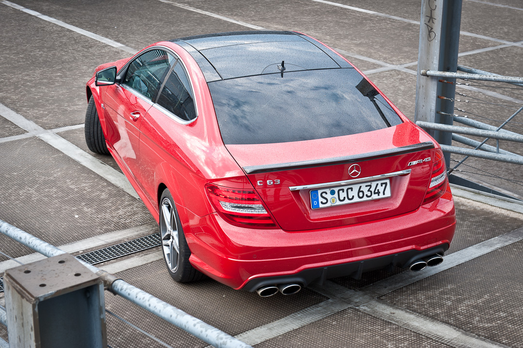 2012-mercedes-benz-c-63-amg-coupe-rot-c204-004