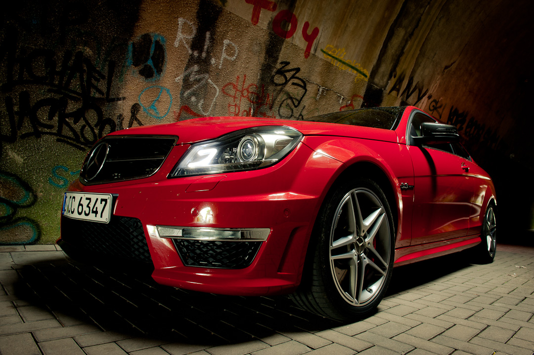 2012-mercedes-benz-c-63-amg-coupe-rot-c204-008
