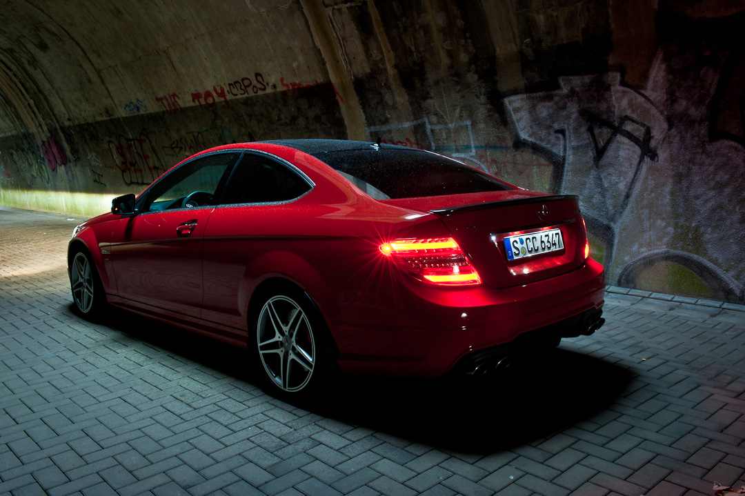 2012-mercedes-benz-c-63-amg-coupe-rot-c204-010